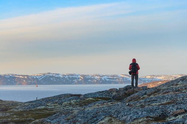 ロシア、北極圏、コラ半島、バレンツ海、テリベルカ:岩が多い地形の田舎の荒野。