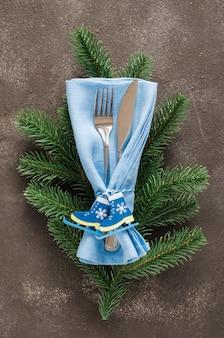 Рождественская сервировка. зима для написания рождественского или новогоднего меню.