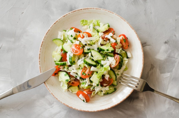 Полезный овощной салат из свежих овощей. диетическое меню на обед.