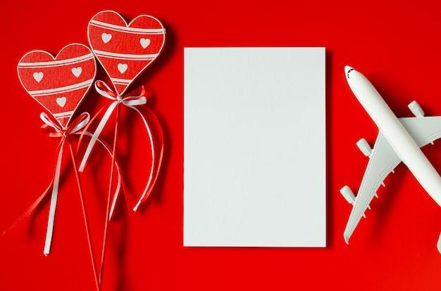 Планирование поездки на день святого валентина. концепция путешествия, макет.