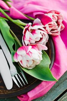 母の日や誕生日のお祝いのテーブルセット。