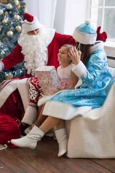 お祝い、クリスマス、新年、冬の時間、休日、サンタクロース、スノーメイデン、