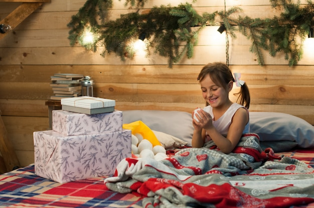 お祝い、クリスマス、新年、冬の時間、休日、驚き、子供時代、プレゼント