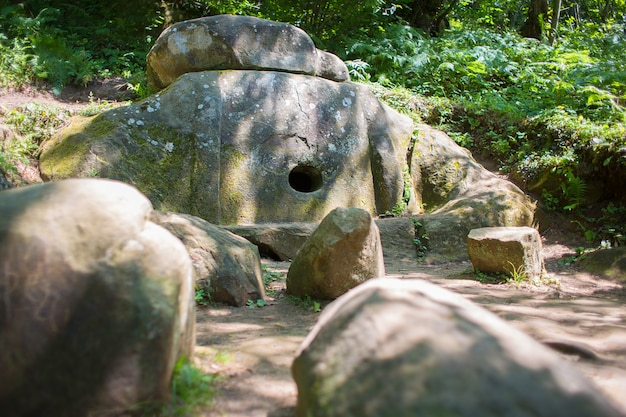 クラスノダール地方のメガライトを持つ古代のドルメン
