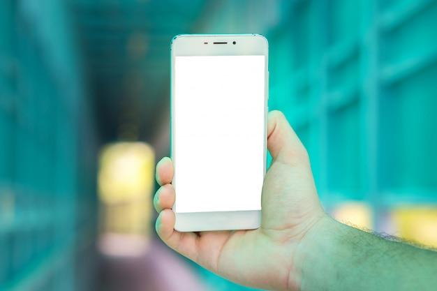Большой белый смартфон в руке