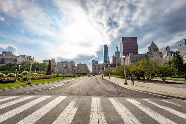 晴れた日のシカゴのストリートビュー