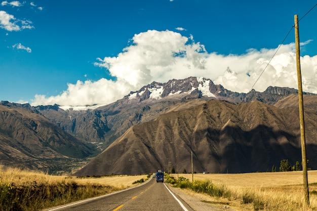 神聖な谷の山、クスコ、ペルー