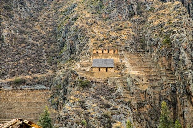 ペルー、オリャンタイタンボ、ピンクルルナインカはペルーアンデスの神聖な谷にあります。