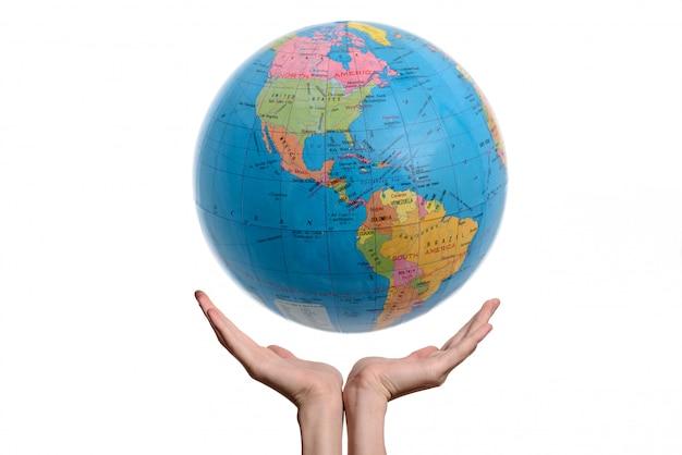 地球を両手。