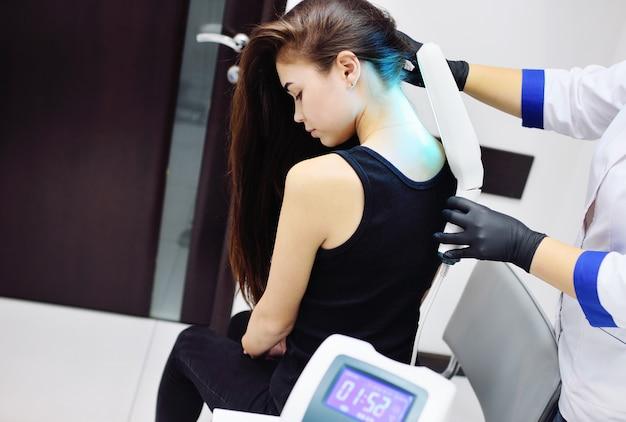 光療法を使用した皮膚疾患の治療。