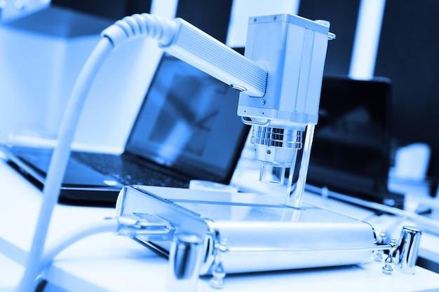 皮膚鏡検査-皮膚鏡の助けを借りた皮膚の新生物の検査。黒色腫の予防。