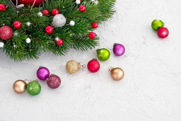 クリスマスの背景。装飾クリスマスのモミの木。コピースペース
