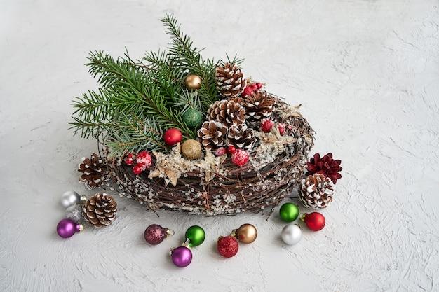 装飾クリスマスリース。コピースペース