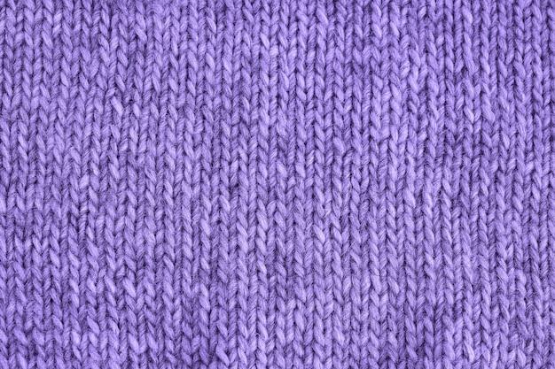 紫色のニットの質感。手作りニット。