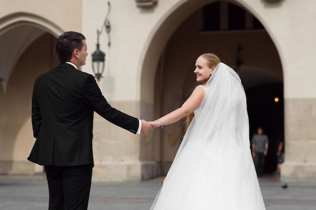 結婚式前の新郎新婦