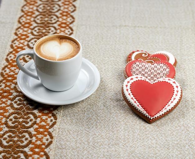Чашка кофе с печеньем