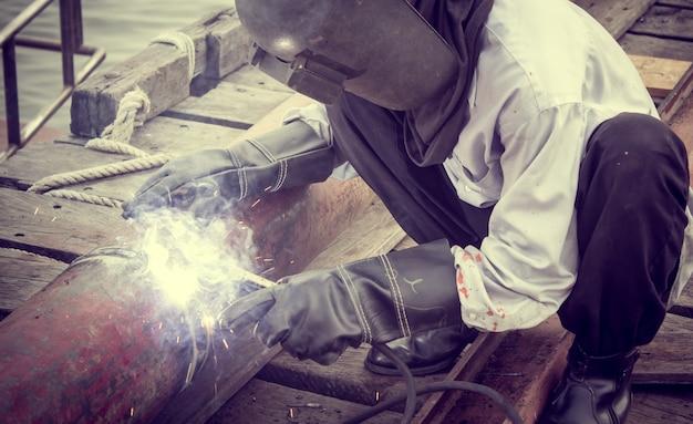 溶接工の仕事