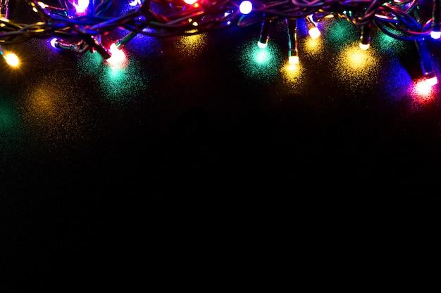 ライトとフリーテキストスペースのクリスマスの背景。