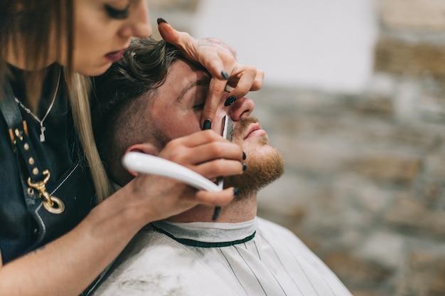 理髪専門職を習得する