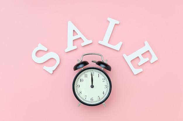 Черный будильник и продажа текста