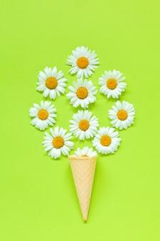 ブーケカモミールデイジーの花のワッフルアイスクリームコーン