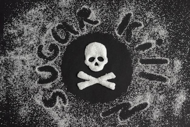 砂糖から作られた頭蓋骨とグラニュー糖の飛散