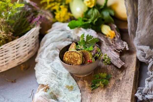 Блины из кабачков в керамической тарелке