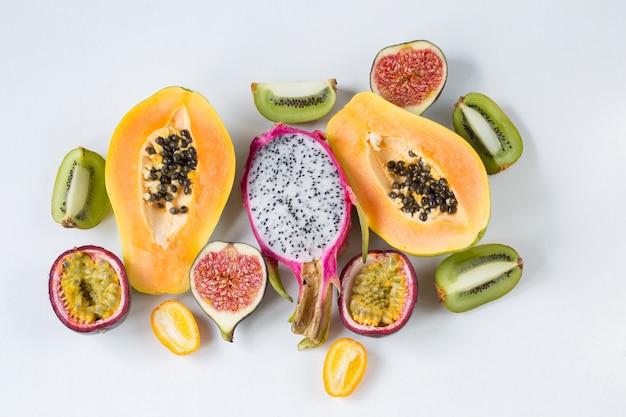 エキゾチックなフルーツ盛り合わせ