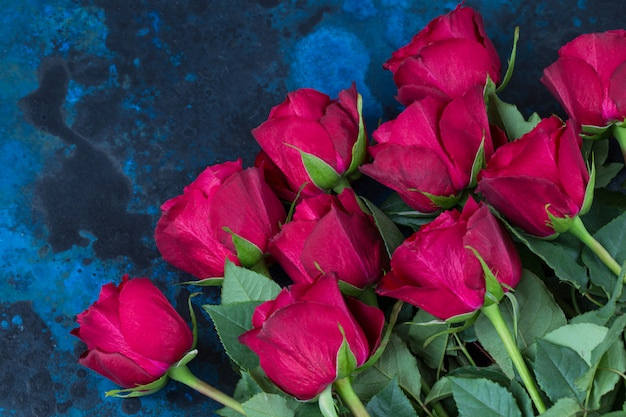 バレンタインの赤いバラの花束
