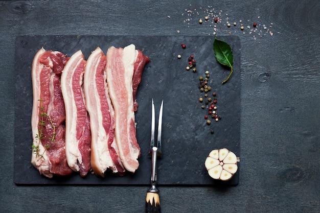 生豚肉、食材、カトラリー