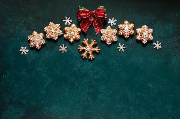 Рождественская поздравительная рамка - узор из пряников, снежинок и рождественского декора