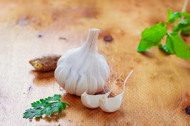 にんにく、コリアンダー、生姜のインド料理レシピ