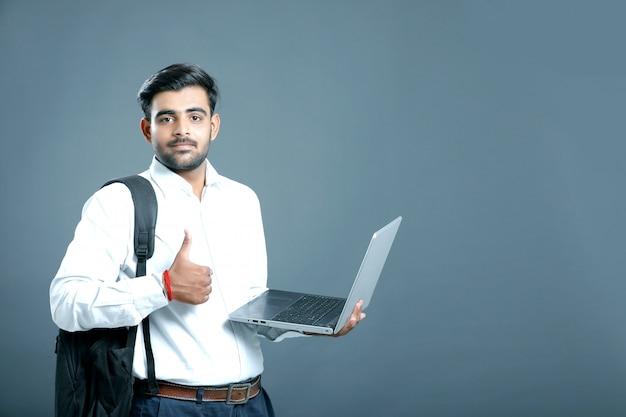 Молодой индийский бизнесмен
