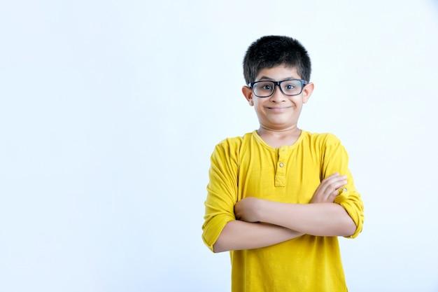 Молодой индийский милый детский портрет