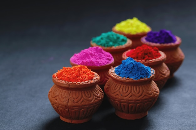 Индийский фестиваль холи, цвета в миске