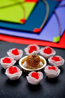 インドフェスティバルマカールサンクランティコンセプト、ゴマ種子ボールとティルグル