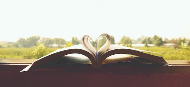 Сердце книга обои крупным планом