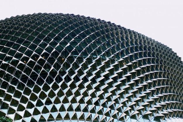 シンガポールで抽象的なモダンな建物をクローズアップ