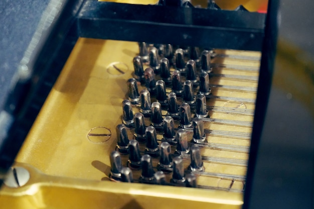 Черные деревянные колышки для настройки пианино, настройки для пианино, настройка звука для фортепиано.