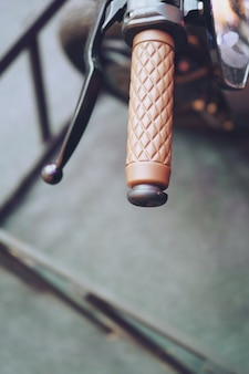 Коричневая рукоятка мотоцикла