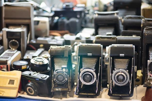 Группа старинных фотоаппаратов