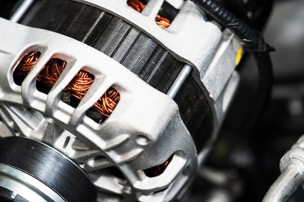 車内で機械エネルギーを電気エネルギーに変換する新しい車