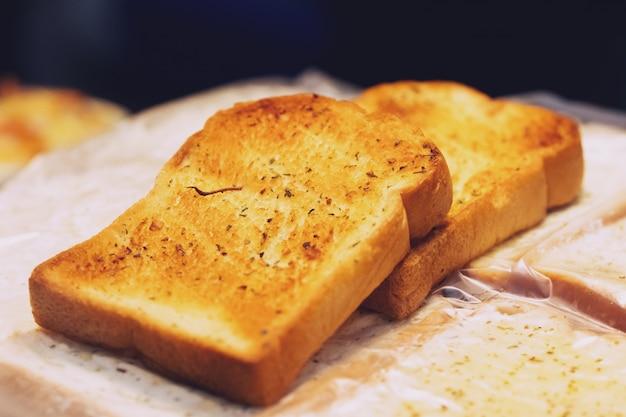 おはよう無愛想なパンのトーストスライスのクローズアップ