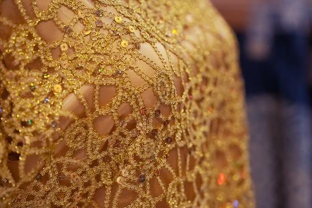 伝統的なパターンデザインの手芸刺繍布のクローズアップ