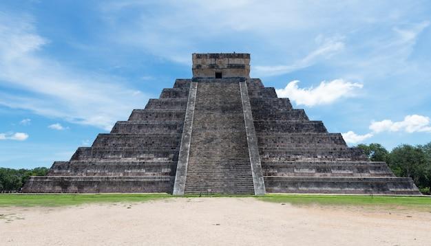Чичен-ица. археологические руины в мексике