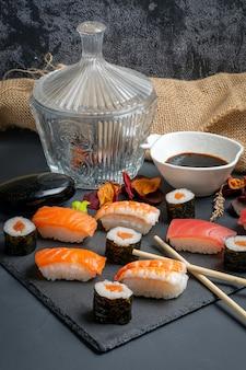 醤油と寿司とマギ。