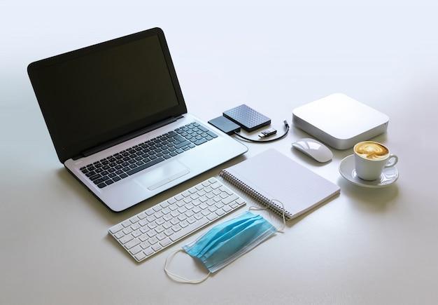 コロナウイルス保護マスク付きワークデスク、在宅勤務用コンピューター機器