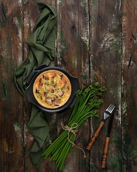 ベーコンと若いワラビの芽とローレンキッシュを焼き