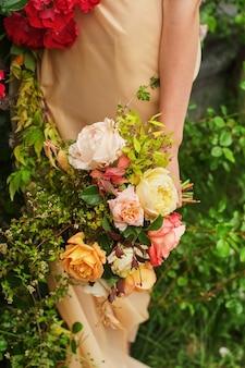 シルクのウェディングドレスの花嫁