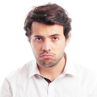 Человек злится на белом фоне